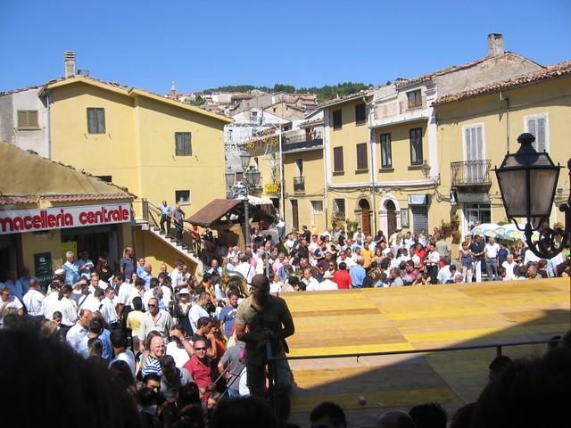 Bocchigliero Piazza del popolo il giorno di San Rocco
