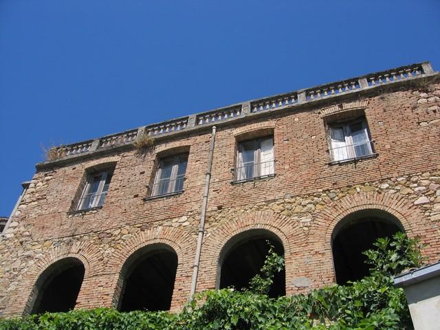 Il vecchio convento di via San Francesco visto da dietro (speriamo che il prossimo anno stia ancora in piedi)