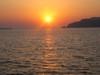 Il tramonto visto dalla barca nella caldera