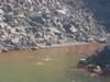 Il bagno nell'acqua sulfurea di Nea Kameni la temperatura dell'acqua e' piu' di 30 gradi